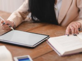 Five ways gadgets can help students with essay writing